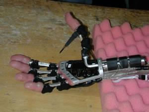 Nueva Mano Protésica Avanzada La mano robot !!!! 040608a